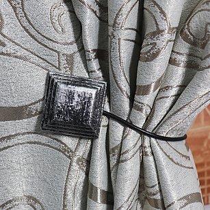 Подхват магнитный пластик Ajur MI M22, серебряный, черный