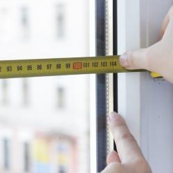 Как определить размер рулонной шторы на пластиковые окна? Правильный подбор